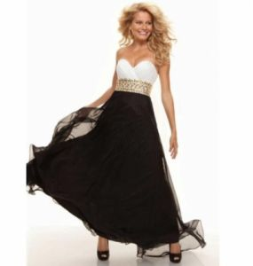 Evening gown of white-black color. Size XXXXL