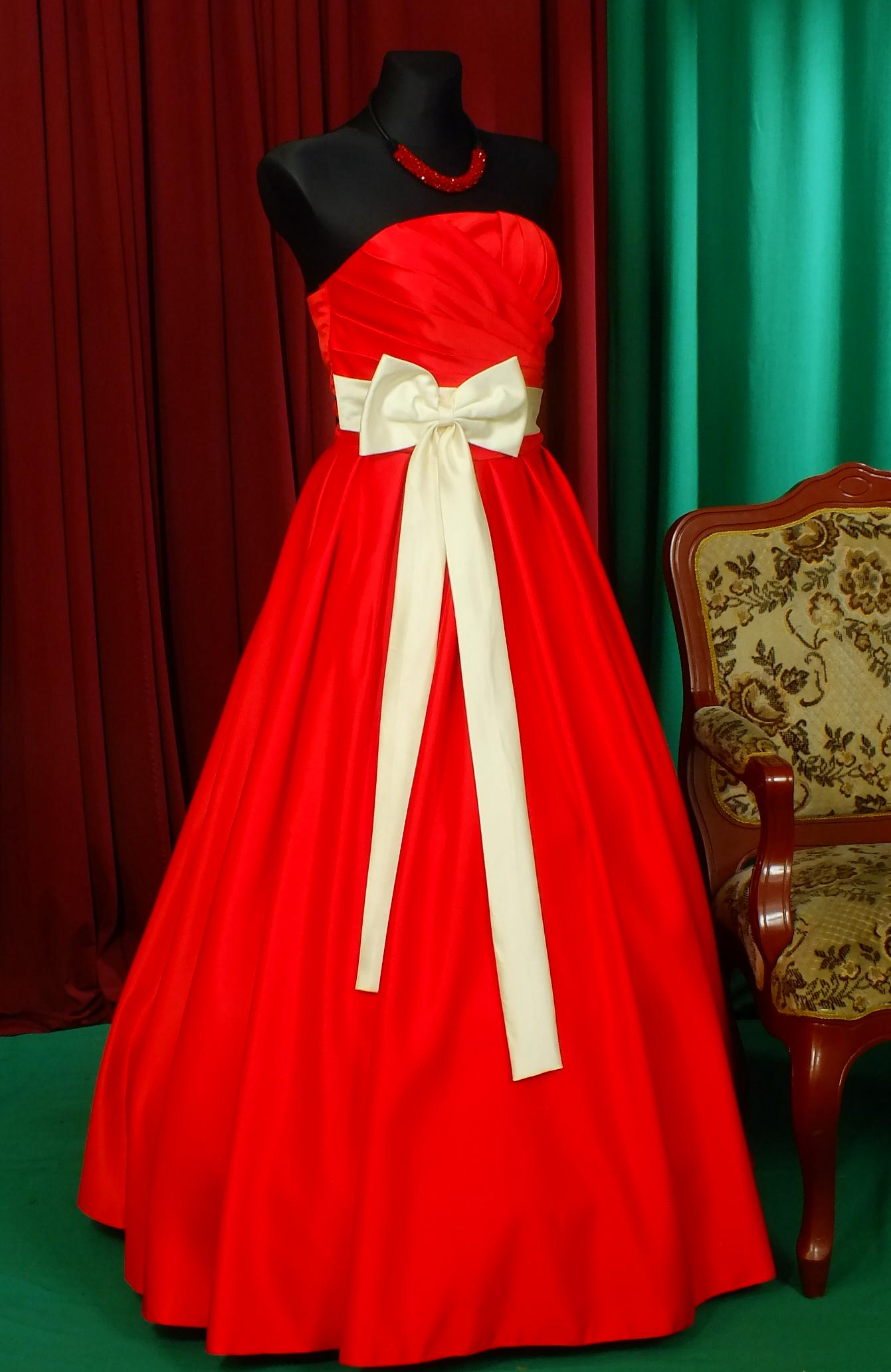 "Ball gown ""Rafaello"" of red color"