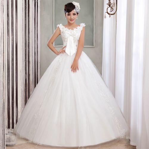 Closed classical wedding dress with shoulders