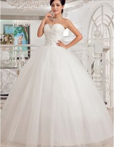Amazing cheap wedding dress of ivory color. Size 10