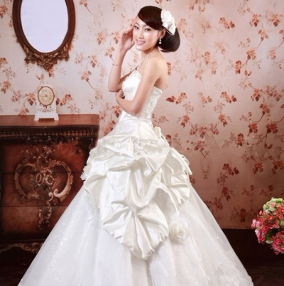 Beautiful wedding dress with a bow at the waist