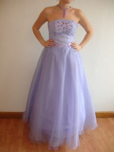 THE NECKLACE AND EARRINGS AS A GIFT!  Long ball gown of lilac color. Size 10