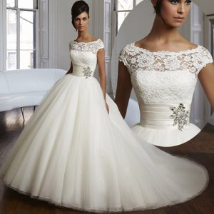 Stunning weding dress with fluffy tulle skirt