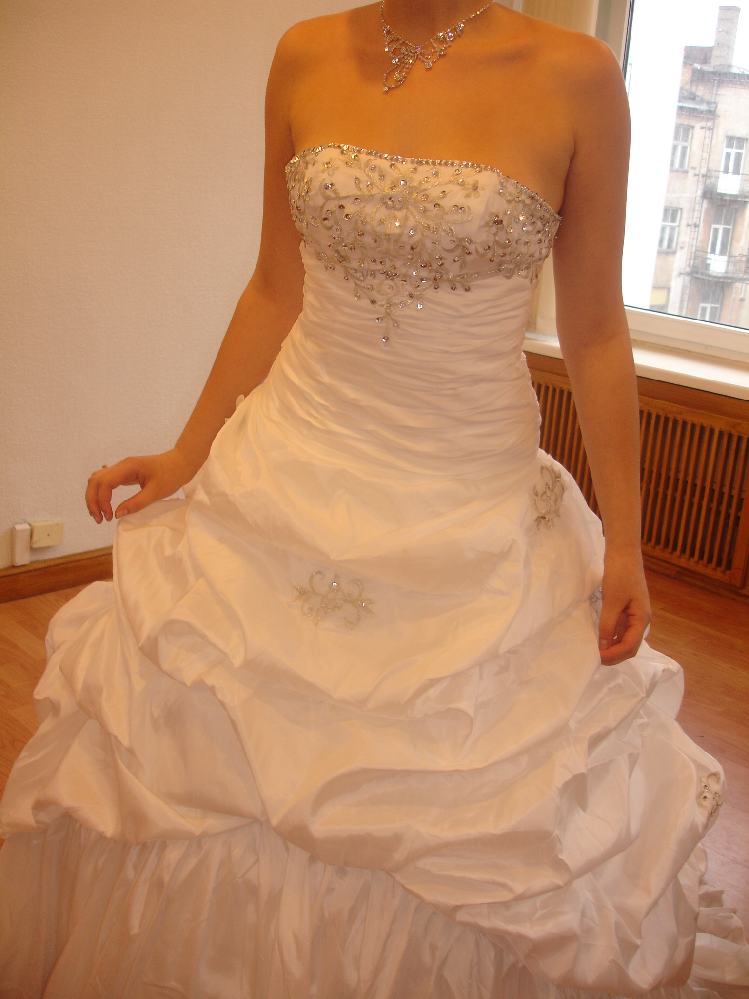 Gorgeous wedding dress of ivory color for Beautiful ivory wedding dresses